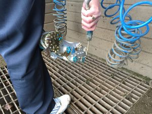 Cleaning golf shoes with compressed air